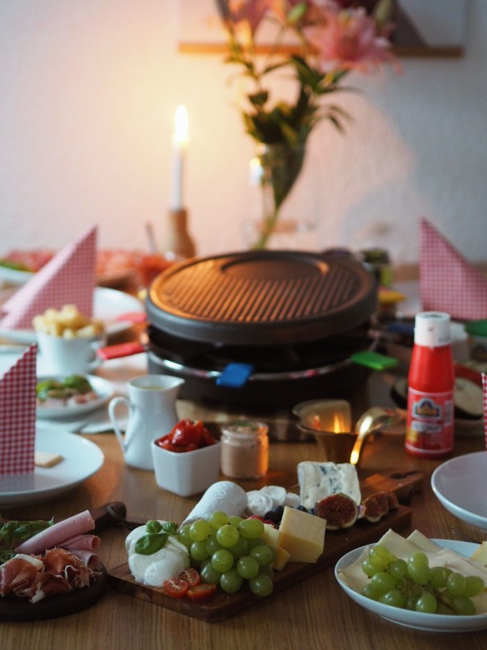 jetzt wird es gem tlich ideen f r euren raclette abend beitrag enth lt werbung von born senf. Black Bedroom Furniture Sets. Home Design Ideas